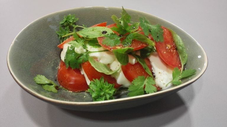 tomaat buffel mozzarella 3x basil & koriander