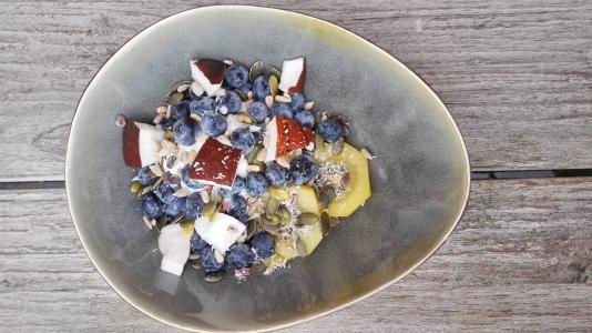 Griekse yoghurt | kiwi | zaden | kokosnoot | kokosrasp | blauwe bessen | banaan